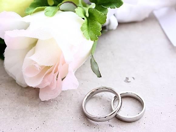 婚約指輪(エンゲージリング)と結婚指輪(マリッジリング)の違い